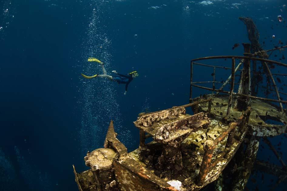 Exploring a ship wreck